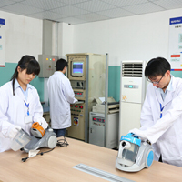 亿力洗车机工厂研发团队