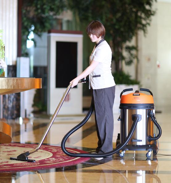 亿力吸尘器在宾馆酒店中的应用:吸地面灰尘